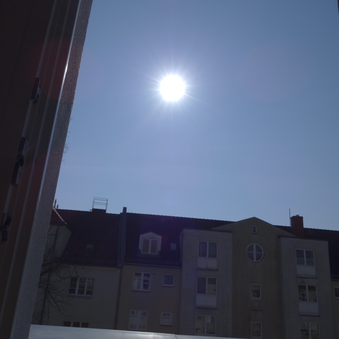Sonne an den Himmel gemalt