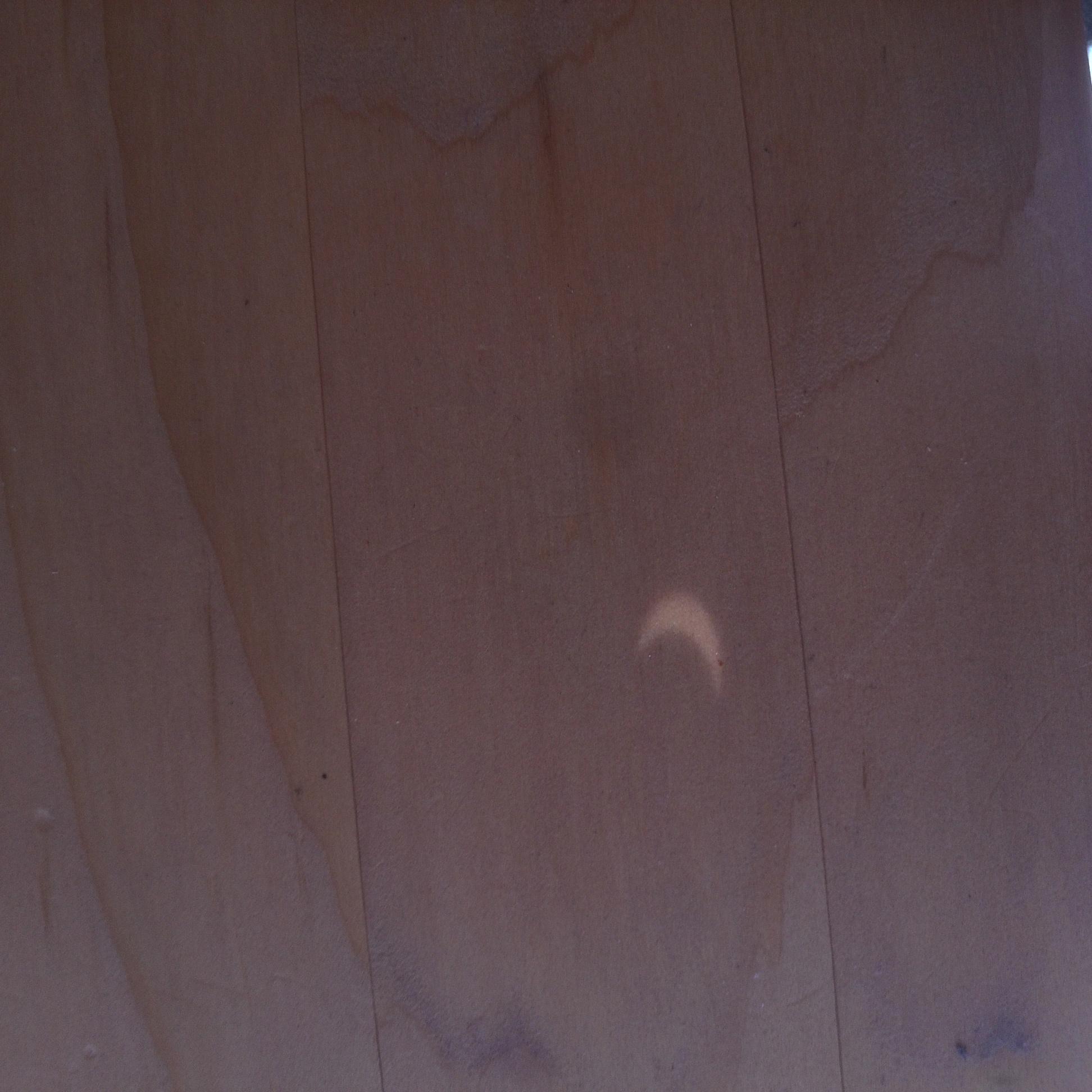 Sonnenfinsternis auf dem Tisch